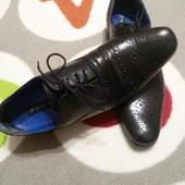 Крутые туфли с перфорацией кожа от Red Tape, размер 42