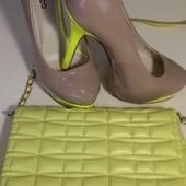 Туфли на высоком каблуке + сумка клатч.