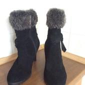 Ботинки замшевые черные фирмы Caprice
