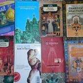 Много книг разной тематики.
