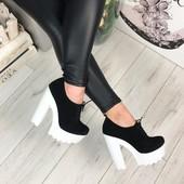 Код 868 Ботики на белой подошве Натуральный замш цвет  черный, на шнурочках платформа 4,5 см