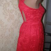 Шикарное красное кружевное платье Divided XS-S-размер