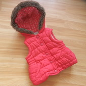 Фирменная теплая жилетка Matalan малышке 6-9 месяцев состояние отличное