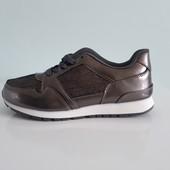 Стильні лакові кросівки