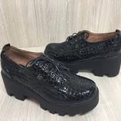 Женские кожаные туфли под рептилию