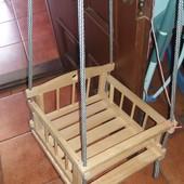 Качеля деревянная прочная навесная. Можно в доме, можно во дворе.