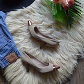Шикарные замшевые туфли-лодочки Mangо  с золотым носочком, р-р 38
