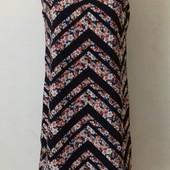Красивое платье прямого кроя с принтом