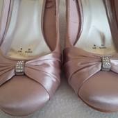 Нарядные туфли фирмы Debut p.39 p. 25,5 см