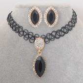 Модный набор чокер с кулоном в камнях + серьги-гвоздики в камнях