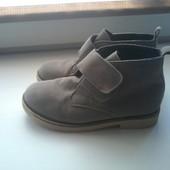 Демисезонные ботинки из нубука . 29 и 31 размер.