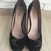 Замшевые туфли фирмы Respect