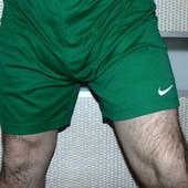 Спортивние фирменние  шорты труси шорти nike .л .