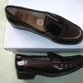 Фирменные кожаные туфли лоферы шоколад 38 размер