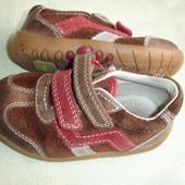 Фирменные Clarks кожаные кроссовки на 22 размер