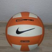 Волейбольний м'яч Nike .