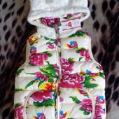 Новая яркая жилетка для девочки 4-7 лет.