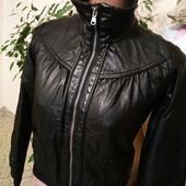 Куртка очень качественный кожзам s