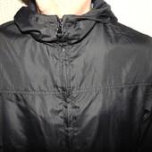 Стильная фирменная курточка ветровка бренд Basic м .