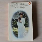 """Книга на англ. яз. """"The Go-Between"""" (""""Посредник""""), 285 с."""