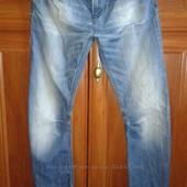 Стильные фирменные джинсы на парня состояние новой вещи