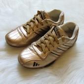 Кроссовки для девушки. Adidas (реплика). Размер 38 (5). Состояние: хорошее, есть нюансы