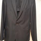 Мужской костюм черный. Размер 46. Пиджак и жилет С-М. Рубашка, белый галстук