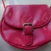 Детская розовая сумочка с длинной ручкой  Marks&Spence