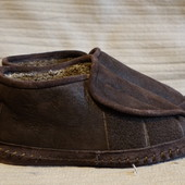 Великолепные  темно-коричневые домашние тапочки - слиперы из мутона 45