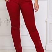 Яркие стильные женские джинсы