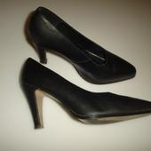 Monarch Кожаные туфли  Монарх, р 39, стелька 25,5 высота каблука 8,5 см набойки металлические  на ка