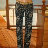 Обалденные джинсы скинни в цветочный принт р.27 и 28