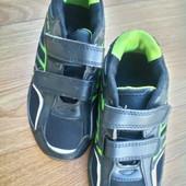 Кроссовки легкие стильные р.30 стелька 19,5 см.