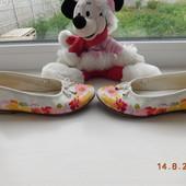 Милі, яскраві туфельки з квітами