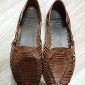 Летние фирменные кожаные туфли Bertie 42р