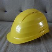2 строительные каски, красная и желтая, Немецкие, пластик плотный