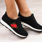 Женские кроссовки, черные, замшевые, с нашивкой, на шнурках