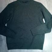 Фирменный свитер р.с в отличном состоянии