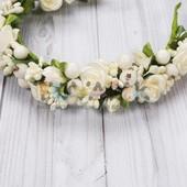 Ободок обруч с белыми цветами