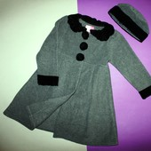 Пальто и шапка, комплект (новый)  (можно близняшкам) на 6 лет идет