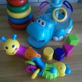 Набор фирменных игрушек для малыша