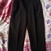 Школьные брюки на 6-8 лет, отличное состояние.