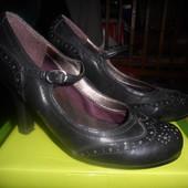 черные кожаные туфли на каблуке р38