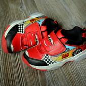 Кроссовки,ботинки с тачками (25,5 размер-)