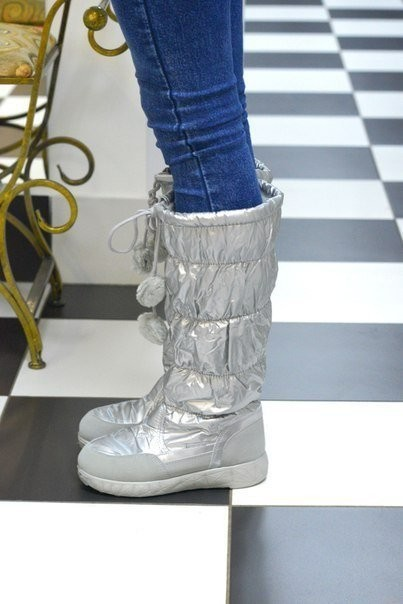 Новая мода супер сапожки-дутики серебро ! фото №5