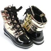 Женские золотые сапоги дутики на шнурках