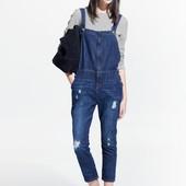 Супер стильный комбинезон с укорочеными штанами джинсовый mango