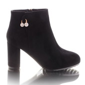 Классические замшевые женские ботинки на каблуке