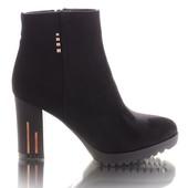 Классические женские ботинки на каблуке