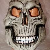 Маска резиновая страшная на Хэллоуин